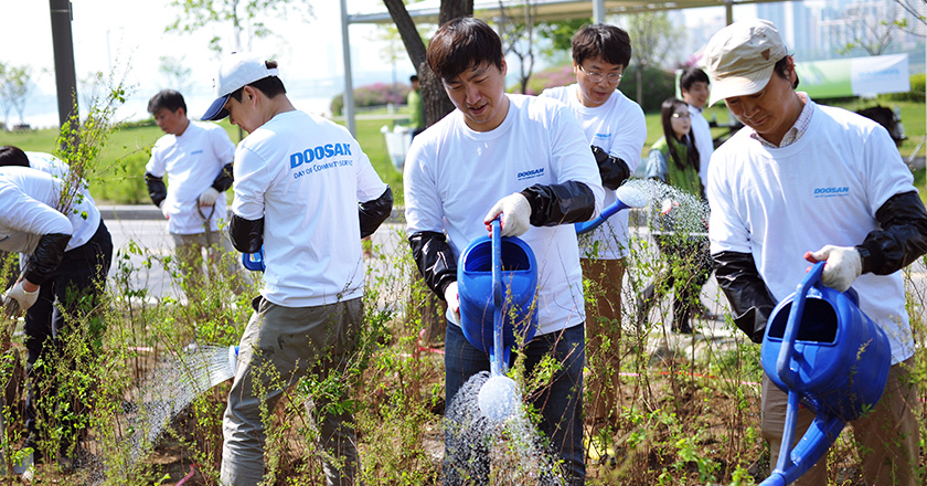 Doosan Day of Community Service 18