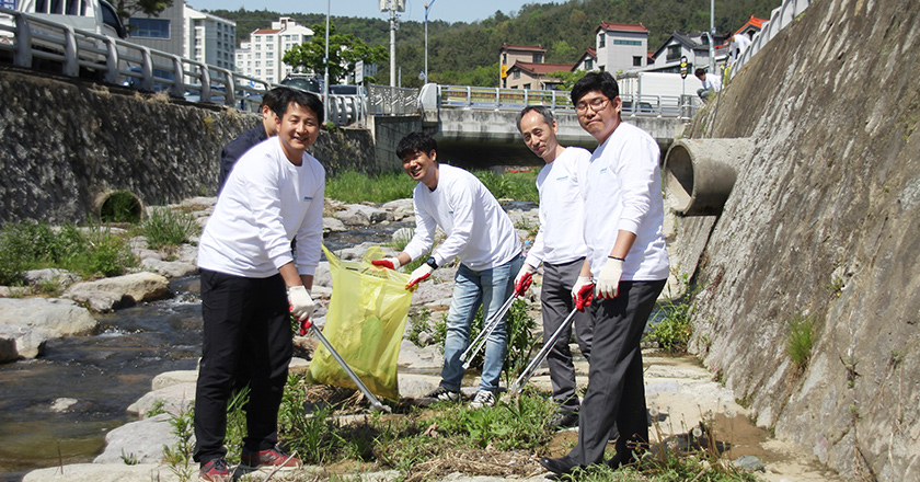 Doosan Day of Community Service 21